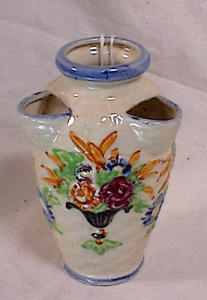 FAUX MAJOLICA STRAWBERRY POT VASE (Image1)