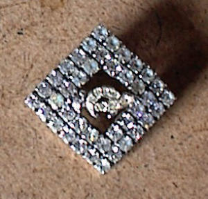 LADIES ORIENTAL SHRINE RHINESTONE PIN (Image1)