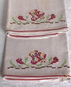 PAIR EMBROIDERED LINEN TOWELS		 (Image1)