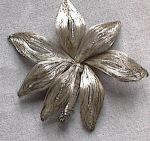 Click here to enlarge image and see more about item 2040: VINTAGE STERLING SILVER WIRE BROOCH