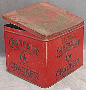 Vntage Tom Thumbs Crescent Macaroni and Cracker Tin (Image1)