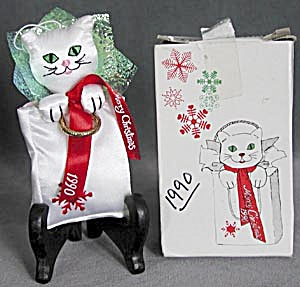 Vintage 1990 Fancy Feast Cat Christmas Ornament (Image1)