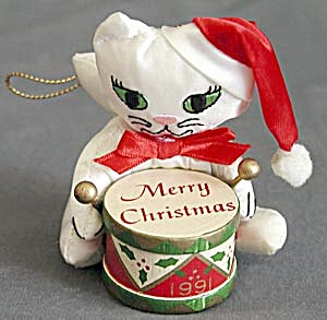 Vintage 1991 Fancy Feast Cat Christmas Ornament (Image1)