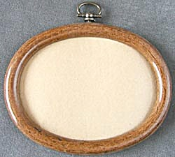 Vintage Oval Wood Picture Frame (Image1)