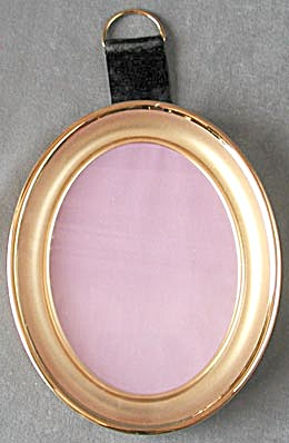 Vintage Metal Brushed Gold Oval Frame (Image1)