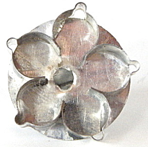 Tiny Metal Handled Flower Cookie Cutter (Image1)