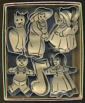 Vintage Metel Cookie Cutters in Box Set of 6 (Image1)