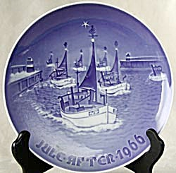 "Bing and Grondahl ""Home for Christmas"" Plate (Image1)"