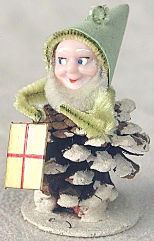 Vintage Pine Cone Elf Christmas Figurine (Image1)