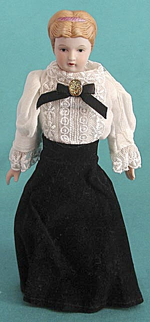 Vintage Porcelain Lady in Black Velvet Ornament (Image1)