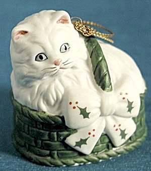 Kitty in a Basket Christmas Ornament (Image1)