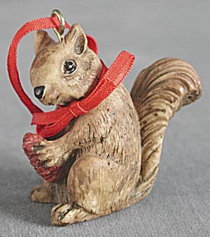 Squirrel Christmas Ornament (Image1)