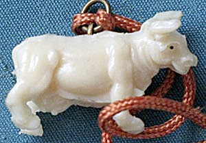 Vintage Celluloid Bull Charm (Image1)