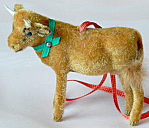 Wagner Kunstlerschutz Flocked Calf Ornament (Image1)