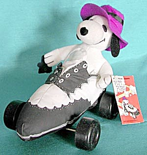Vintage Snoopy Out On the Town Putt Pup (Image1)