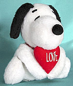 Vintage Plush Snoopy with Red Heart (Image1)