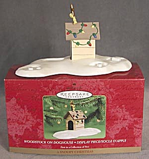 Hallmark Woodstock on Dog House Display (Image1)
