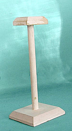 """Vintage 8 3/4"""" Wooden Hat Stand (Image1)"""