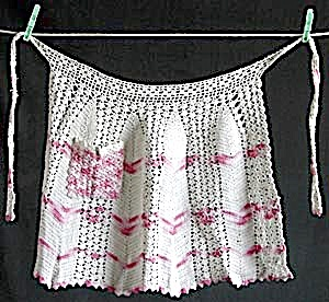 Vintage White and Pink crocheted Apron (Image1)