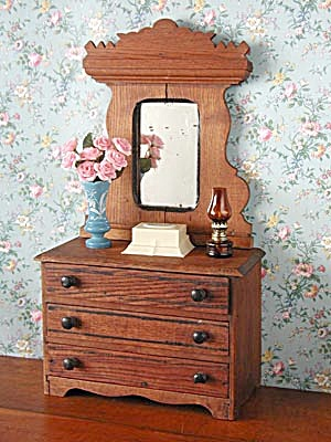 Antique Doll Dresser (Image1)