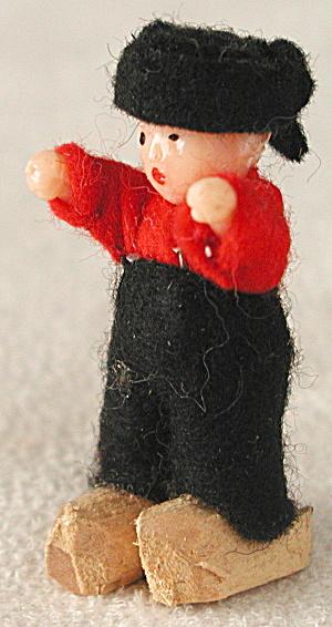 Vintage Dutch Boy Pin (Image1)