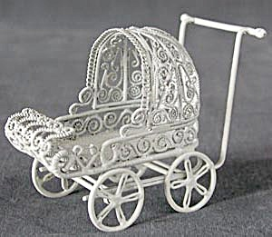 Vintage Metal Doll Buggy (Image1)