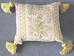 Little Pillow (Image1)