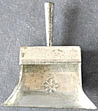 Vintage Child's Metal Dustpan (Image1)