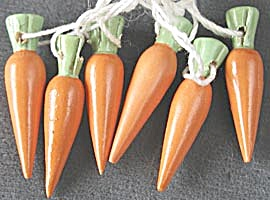 Vintage Tiny Wooden Carrot Ornaments (Image1)