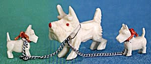 Vintage Scottie With 2 Smaller Ones On Chains Figurine