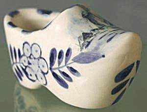 Vintage Delft Miniature Shoe (Image1)