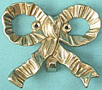 The Bombay Company Antique Repro Brass Bow Wall Hanger  (Image1)
