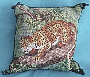 Needlepoint Leopard Pillow (Image1)