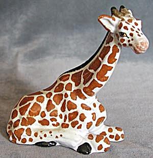 Vintage Pottery Giraffe Figurine (Image1)