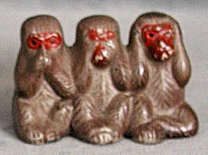 Vintage Hear No Evil Monkeys Figurine (Image1)