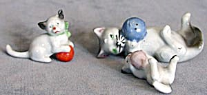 Vintage China Mama Cat & 3 Kittens Playing With Balls