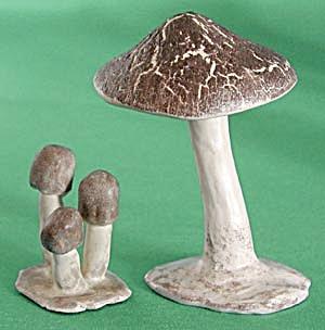 Vintage Mushroom Figurines Signed Vera (Image1)