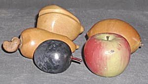 Vintage Carved Wood Fruit (Image1)