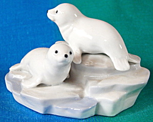 Vintage Otagiri Glazed Porcelain Baby Seals On Iceberg
