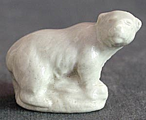 Wade Whimsy Figurine Polar Bear (Image1)