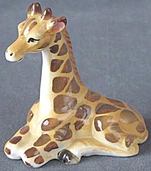Vintage Young Giraffe Figurine (Image1)