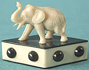 Vintage Deco Elephant on Celluloid Diamond (Image1)