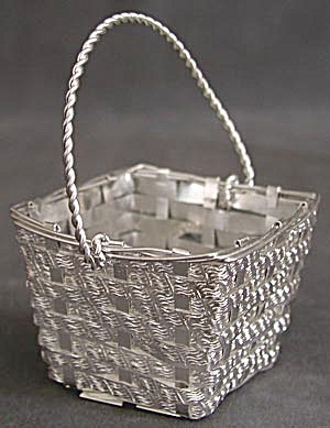 Small Metal Square Basket (Image1)