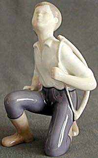 Bing & Grondahl Little Hunter Porcelain Figurine (Image1)