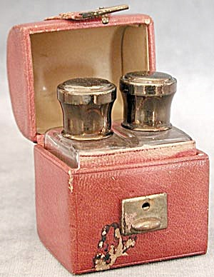 Vintage Leather Traveling Case with 2 Bottles (Image1)