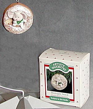 Midnight Snack 1988 Hallmark Christmas Ornament (Image1)