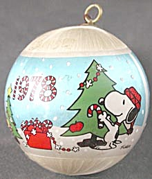 Vintage Snoopy Hallmark Satin Ball Ornament (Image1)