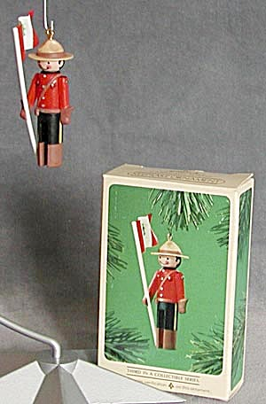 Hallmark Canadian Mountie Clothespin Soldier (Image1)