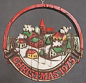 Hallmark 1975 Peace on Earth Christmas Ornament (Image1)