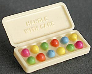 Hallmark Egg Carton Pin 1981 (Image1)